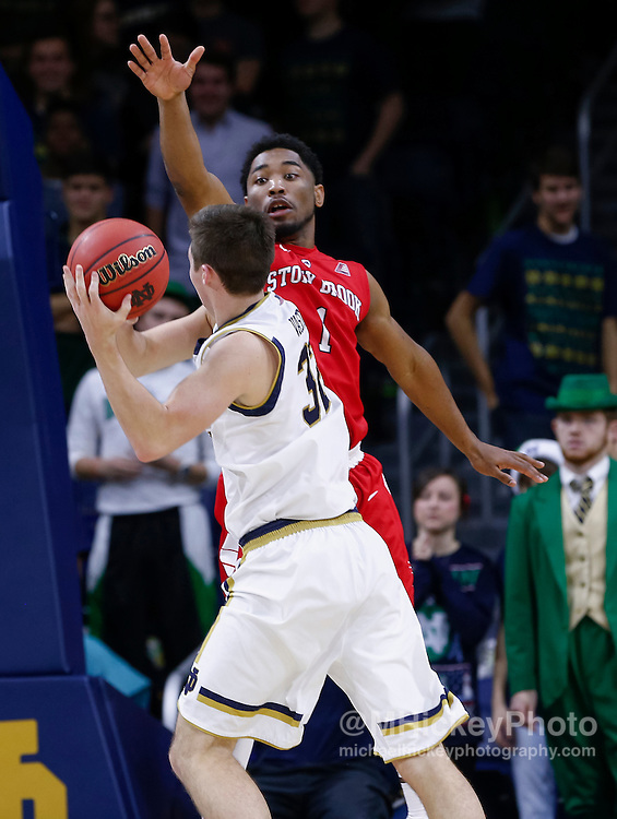SOUTH BEND, IN - DECEMBER 8: DeShaun Thrower #1 of the Stony Brook Seawolves defends against Steve Vasturia #32 of the Notre Dame Fighting Irish at Purcell Pavilion on December 8, 2015 in South Bend, Indiana.  (Photo by Michael Hickey/Getty Images) *** Local Caption *** DeShaun Thrower; Steve Vasturia