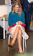 DEN HAAG, 29-09-2021,  Maris College Kijkduin <br /> <br /> Koningin Maxima en staatssecretaris Blokhuis tijdens een werkbezoek aan MIND in het kader van psychische gezondheid van jongeren <br /> FOTO: Brunopress/Patrick van Emst<br /> <br /> Queen Maxima and State Secretary Blokhuis during a working visit to MIND in the context of the psychological health of young people