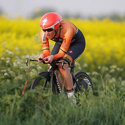 CYCLING 's-Heerenhoek: De eerste tijdrit voor vrouwen in het kader van de tijdritcompetitie werd verreden voorafgaand aan de omloop van Borsele. Nicky Zijlaard
