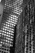 New York, reflexion on a mirror tower. reflet sur une tour miroir