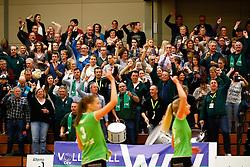 20141217 NED: Challenge Cup, Coolen Alterno - VDK Gent: Apeldoorn<br />Volle tribunes staan op voor het matchpoint<br />©2014-FotoHoogendoorn.nl / Pim Waslander