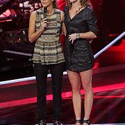 NLD/Hilversum/20121109 - The Voice of Holland 1e liveuitzending, Wendy van Dijk en Nina van Dijk