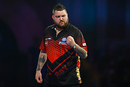 Michael Smith takes the first set against Luke Humphries during the World Darts Championships 2018 at Alexandra Palace, London, United Kingdom on 29 December 2018.