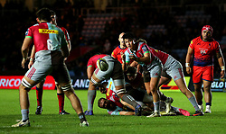 Marcus Smith of Harlequins passes the ball - Mandatory by-line: Robbie Stephenson/JMP - 12/11/2017 - RUGBY - Twickenham Stoop - London, England - Harlequins v Worcester Warriors - Anglo-Welsh Cup