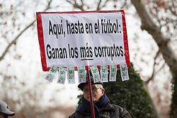 """02.02.2016, National court, Madrid, ESP, Primera Division, FC Barcelona, Untersuchung Neymar Transfer, im Bild Ein Mann hält ein Schild mit der Aufschrift """"Hier, auch im Fußball: der korruptesten Sieg"""" // A man holds a banner that claims `Here, even in football: the most corrupted win´ outside of the national court while FC Barcelona's player Neymar Jr. testifies in an investigation into alleged irregularities regarding his transfer to Barcelona at the National court in Madrid, Spain on 2016/02/02. EXPA Pictures © 2016, PhotoCredit: EXPA/ Alterphotos/ Victor Blanco<br /> <br /> *****ATTENTION - OUT of ESP, SUI*****"""