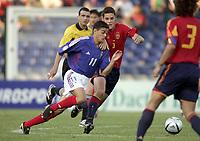 Fotball<br /> EM-sluttspillet for U 17-landslag<br /> Finale<br /> Frankrike v Spania<br /> 15. mai 2004<br /> Foto: Digitalsport<br /> NORWAY ONLY<br /> <br /> HATEM BEN ARFA (FRA) / MARIO SUAREZ MATA (SPA)