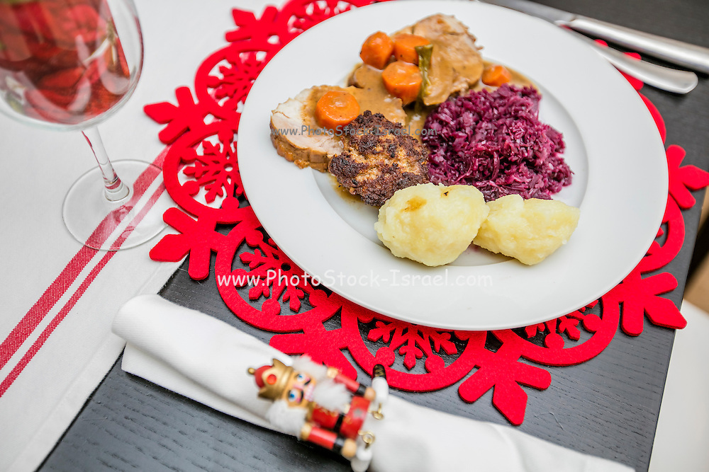 Decorated Christmas plate and table setting