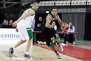 DESCRIZIONE : Siena Eurolega Euroleague 2013-14 MPS Zielona Montepaschi Siena<br /> GIOCATORE : Erick Green<br /> CATEGORIA : palleggio<br /> SQUADRA : Montepaschi Siena<br /> EVENTO : Eurolega Euroleague 2013-2014<br /> GARA : MPS Zielona Montepaschi Siena<br /> DATA : 05/12/2013<br /> SPORT : Pallacanestro <br /> AUTORE : Agenzia Ciamillo-Castoria/ P.Lazzeroni<br /> Galleria : Eurolega Euroleague 2013-2014  <br /> Fotonotizia : Siena Eurolega Euroleague 2013-14 MPS Zielona Montepaschi Siena<br /> Predefinita :