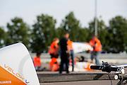 Op de RDW baan in Lelystad wordt getest met de VeloX 4, de fiets van vorig jaar, en voor het eerst ook met de nieuwste fiets, de VeloX V. In september wil het Human Power Team Delft en Amsterdam, dat bestaat uit studenten van de TU Delft en de VU Amsterdam, een poging doen het wereldrecord snelfietsen te verbreken, dat nu op 133,8 km/h staat tijdens de World Human Powered Speed Challenge.<br /> <br /> At the RDW track in Lelystad the team tests wit the VeloX 4 and for the first time with the VeloX V. With the special recumbent bike the Human Power Team Delft and Amsterdam, consisting of students of the TU Delft and the VU Amsterdam, also wants to set a new world record cycling in September at the World Human Powered Speed Challenge. The current speed record is 133,8 km/h.