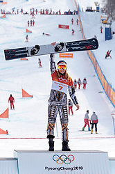 24.02.2018, Phoenix Snow Park, Bokwang, KOR, PyeongChang 2018, Snowboard, Damen, Siegerpräsentation, Parallel Riesenslalom, im Bild Ester Ledecka (CZE, 1. Platz) // gold medalist and Olympic champion Ester Ledecka of Czech Republic during the winner presentation for the ladie's Snowboard Parallel Riesenslalom of the Pyeongchang 2018 Winter Olympic Games at the Phoenix Snow Park in Bokwang, South Korea on 2018/02/24. EXPA Pictures © 2018, PhotoCredit: EXPA/ Johann Groder