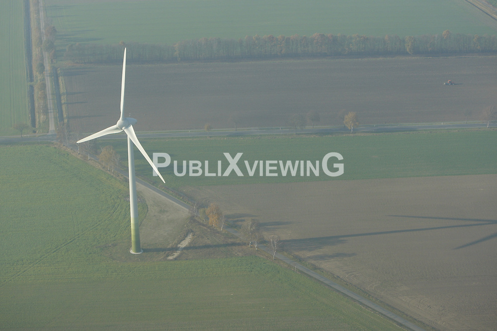 Windrad im Wendland<br /> <br /> Ort: Wendland<br /> Copyright: Andreas Conradt<br /> Quelle: PubliXviewinG
