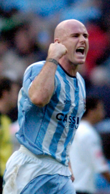 Photo: Leigh Quinnell.<br /> Coventry City v Luton Town. Coca Cola Championship.<br /> 29/10/2005. Robert Page celebrates the Coventry win.