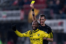 referee Allard Lindhout gives a yellow card to Romeo Castelen of VVV Venlo during the Dutch Eredivisie match between AZ Alkmaar and VVV Venlo at AFAS stadium on February 10, 2018 in Alkmaar, The Netherlands