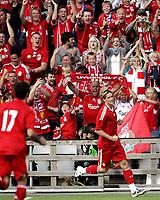 Fotball<br /> Treningskamp Friendly<br /> 05.08.08<br /> Ullevaal Stadion<br /> Vålerenga VIF - Liverpool FC<br /> De norske LFC - supporter ne jubler for Fernando Torres 1-2 scoring<br /> Foto - Kasper Wikestad