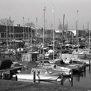 NLD/Huizen/19910204 - Haven aangezicht op de Haven van Huizen vanaf de Bestevear
