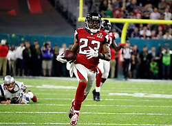 Atlanta Falcons cornerback Robert Alford runs an interception back for touchdown in the second quarter as the Atlanta Falcons meet the New England Patriots in Super Bowl LI on Sunday, February 5, 2017 at NRG Stadium in Houston, TX, USA. Photo by Bob Andres/Atlanta Journal-Constitution/TNS/ABACAPRESS.COM