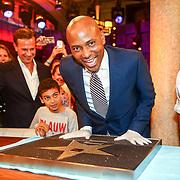 NLD/Amsterdam/20180608 - Laatste uitzending van Late Night met Humberto Tan , Humberto Tan drukt zijn handen in de RTL tegel voor de RTL Walk of Fame