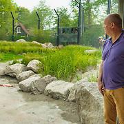NLD/Rotterdam/20150626 - Paul de Leeuw opent nieuwe leeuwenverblijf Diergaarde Blijdorp, Paul de Leeuw met burgemeester Aboutaleb bij het nieuwe leeuwenverblijf