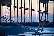 Nederland, Nijmegen, 15-7-2014  Indien nodig is groter bestand beschikbaar bij de fotograaf.Start van de 98e 4 daagse. 43000 deelnemers. Op de Wedren worden de polsbandjes gescand waarna via het centrum en de  waalbrug gelopen wordt naar Bemmel en Elst in de Betuwe en wordt wel de dag van Elst genoemd. De vierdaagse is het grootste wandelevenement ter wereld. Foto: Flip Franssen/Hollandse Hoogte