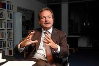 16 NOV 2006, BERLIN/GERMANY:<br /> Frank Bsirske, Vorsitzender der Gewerkschaft ver.di, Vereinte Dienstleistungsgewerkschaft, waehrend einem Interview, in seinem Buero, Ver.di Bundesverwaltung<br /> IMAGE: 20061116-01-043