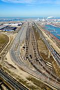 Nederland, Zuid-Holland, Rotterdam, 18-02-2015; Tweede Maasvlakte (MV2). Europaweg en Emplacement Maasvlakte West (Rail Terminal West). Aan het water van de Hartelhaven het Emplacement Maasvlakte Oost. In beheer bij Keyrail, exploitant Betuweroute.<br /> Emplacement Maasvlakte West (West Rail Terminal) and  next to the Hartelharbour  the Emplacement Maasvlakte East. Managed by Keyrail, operator Betuweroute.<br /> <br /> luchtfoto (toeslag op standard tarieven);<br /> aerial photo (additional fee required);<br /> copyright foto/photo Siebe Swart