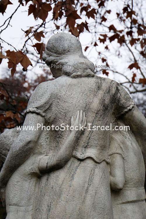 Kerepesi Cemetery (Fiumei uti nemzeti sirkert), Budapest, Hungary Grieving wife and children