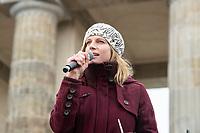 29 NOV 2019, BERLIN/GERMANY:<br /> Maja Goepel, Politoekonomin, Expertin fuer Klimapolitik und die Generalsekretaerin des Wissenschaftlichen Beirats der Bundesregierung Globale Umweltveränderungen (WBGU),  Fridays for Future Demonstration fuer mehr Klimaschutz, vor dem Brandenburger Tor<br /> IMAGE: 20191129-01-019<br /> KEYWORDS: Streik, Klima, Maja Göpel,