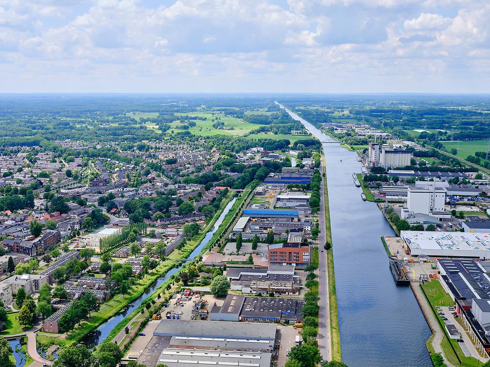 Nederland, Gelderland, Gemeente Lochem, 21–06-2020; Twentekanaal in Lochem, zicht op bedrijventerrein Goorseweg (links) en Hanzeweg. Foto richting Zutphen.<br /> Twente canal in Lochem, a view of the industrial estates.<br /> luchtfoto (toeslag op standaard tarieven);<br /> aerial photo (additional fee required)<br /> copyright © 2020 foto/photo Siebe Swart