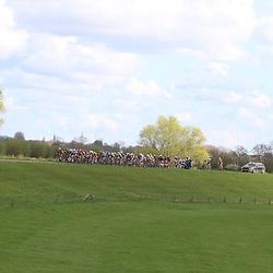 17-04-2016: Wielrennen: Ronde van Gelderland: Apeldoorn    <br />APELDOORN (NED) wielrennen<br />Peloton op de dijken langs de Ijssel