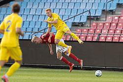 Lukas Klitten (Danmark) og Yukhym Konoplia (Ukraine) under U21 EM2021 Kvalifikationskampen mellem Danmark og Ukraine den 4. september 2020 på Aalborg Stadion (Foto: Claus Birch).