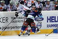 24.Feb.2012; Rapperswil-Jona; Eishockey NLA - Rapperswil-Jona Lakers - EV Zug; Andy Wozniewski (L, Zug) gegen Antonio Rizzello (R, LAK)<br />  (Thomas Oswald)