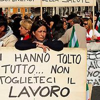 La protesta dei dipendenti delle strutture San Raffaele