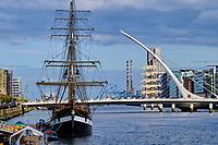 République d'Irlande, Dublin, les docks, le pont Samuel Beckett, Santiago Calatrava, architecte // Republic of Ireland; Dublin, the Dock, The Samuel Beckett Bridge, Santiago Calatrava, architecte