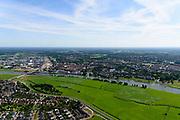 Nederland, Gelderland, Gemeente Zutphen, 17-07-2017; de wijk (buurtschap) De Hoven op de westoever van de IJssel. Plangebied voor De IJsselsprong, uitbreiding van Zutphen in combinatie met graven nevengeul in de uiterwaarden (onderdeel van project Ruimte voor de Rivier).<br /> IJssel near Zutphen (right), the hamlet De Hoven with new residential neighborhood. The whole area is part of the IJssel'leap', a plan that combines a new water channel in the floodplain with new nature and urban development<br /> <br /> luchtfoto (toeslag op standard tarieven);<br /> aerial photo (additional fee required);<br /> copyright foto/photo Siebe Swart