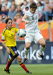 02-07-2011 VOETBAL: FIFA WOMENS WORLDCUP 2011 USA - COLUMBIA: SINSHEIM<br /> Ballannahme in der Luft von Amy LE PEILBET ( #6 USA )<br /> ***NETHERLANDS ONLY***<br /> ©2011-FRH- NPH/Roth