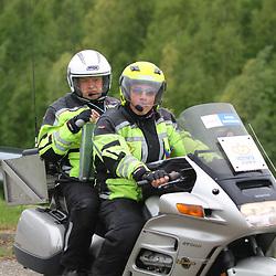 Olympia's Tour etappe Rhenen-Alkmaar passage Stichtse Brug jury Marcel Vinkeles en motard Carlo Leyten