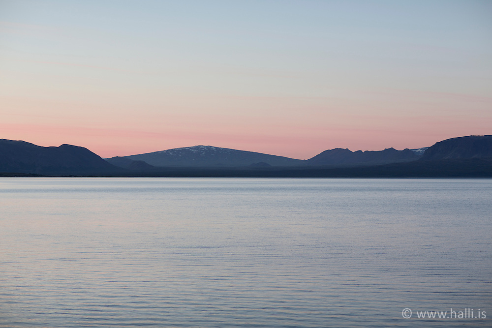 The mt. Skjaldbreidur during sunset and the lake Thingvallavatn in foreground / Skjaldbreiður og Þingvallavatn í forgrunni