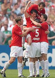 01-06-2003 NED: Amstelcup finale FC Utrecht - Feyenoord, Rotterdam<br /> FC Utrecht pakt de beker door Feyenoord met 4-1 te verslaan / Jean Paul de Jong scoort de 1-0, Patrick Zwaanswijk, Alje Schut, Igor Gluscevic