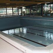 Zwembad de Bun Huizen, leeg int.