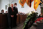 Prins Willem-Alexander bij de 70e herdenking bij van de slag in de Javazee in de Kloosterkerk , Den Haag.<br /> <br /> Prince Willem-Alexander at the 70th commemoration of the battle in the Java Sea in the Monastery Church, The Hague.<br /> <br /> Op de foto/ On the photo:  Kranslegging namens overlevenden en nabestaanden door:<br /> de heer M.G.J. van Zeeland, oud bemanningslid van Hr.Ms. Witte de With en Isaäc Vaarzon Morel, achterkleinzoon van schout-bij-nacht K.W.F.M. Doorman.<br /> <br /> <br /> Laying of wreaths on behalf of survivors and relatives by:<br /> Mr. M.G.J. of Zeeland, former crew member of HMS Witte de With and Isaac Vaarzon Morel, grandson of Rear-Admiral KWFM Doorman.