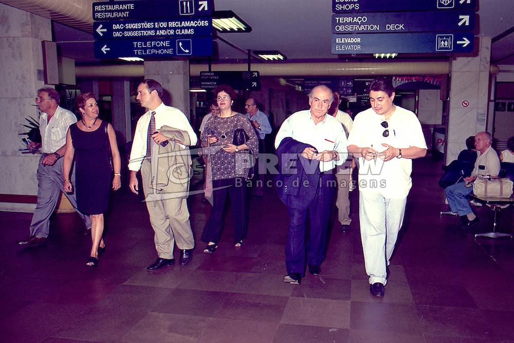 Leonel Brizola com Dilma Rousseff embarcam no aeroporto internacional Salgado Filho no dia 27/01/1998. FOTO: Sérgio Néglia/Preview.com