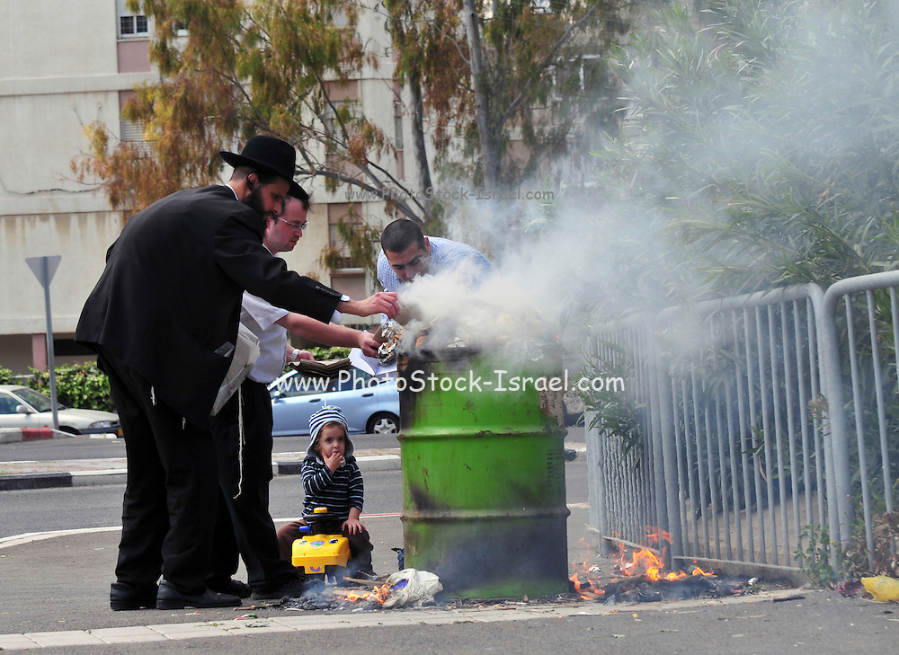 Israel, Haifa, Jews burn leavened items in a final preparation before the Passover holiday April 08 2009,