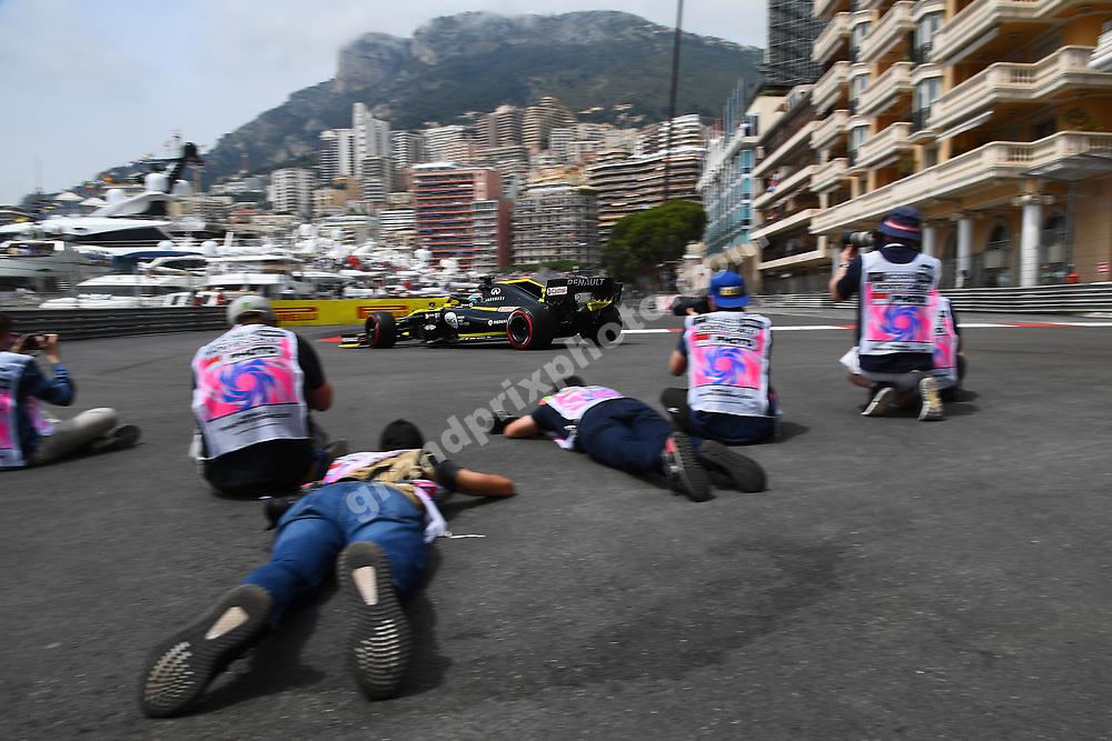Daniel Ricciardo (Renault) and photographers during practice before the 2019 Monaco Grand Prix. Photo: Grand Prix Photo