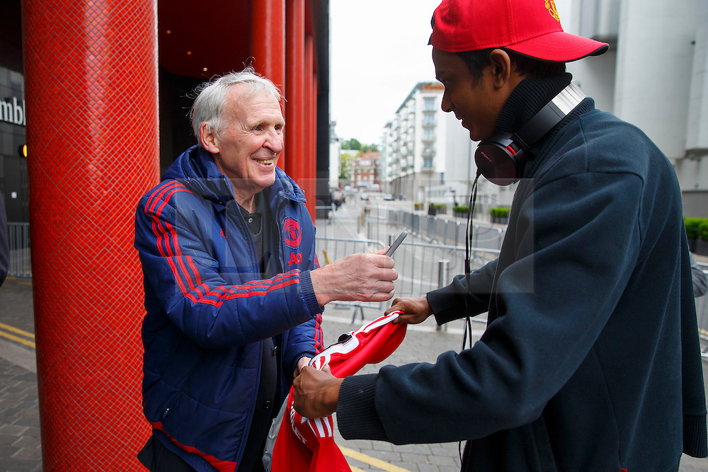 © Licensed to London News Pictures. 20/05/2016. London, UK. Former Manchester United player PAT CRERAND meets with fans as Manchester United players arrive their hotel in Wembley, London on Friday, 20 May 2016, ahead of the FA Cup final against Crystal Palace in Wembley Stadium. Photo credit: Tolga Akmen/LNP