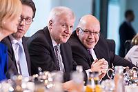 14 MAR 2018, BERLIN/GERMANY:<br /> Der komplette Kabinettstisch (bis auf Heiko Maas), von links im Uhrzeigersinn: Anja Karliczek, MdB, CDU, Bundesministerin fuer Bildung und Forschung, Gerd Mueller, MdB, CSU, Bundesminister fuer wirtschaftliche Zusammenarbeit und Entwicklung, Hubertus Heil, MdB, SPD, Bundesminister fuer Arbeit und Soziales, Olaf Scholz, SPD, Bundesminister der Finanzen, Angela Merkel, MdB, CDU, Bundeskanzlerin, Helge Braun, MdB, CDU, Chef des Bundeskanzleramtes und Bundesminister fuer besondere Aufgaben, Hendrik Hoppenstedt, CDU, Staatsminister fuer die Bund-Länder-Beziehungen, Monika Gruetters, CDU, Beauftragte der Bundesregierung für Kultur und Medien, Steffen Seibert, Regierungssprecher, Annette Widmann-Mauz, CDU, Beauftragte der Bundesregierung fuer Migration, Fluechtlinge und Integration, Dorothee Baer, CSU, Staatsministerin fuer Digitales, Michael Roth, SPD, Staatsminister im Auswaertigen Amt, Svenja Schulze, SPD, Bundesministerin fuer Umwelt, Naturschutz und nukleare Sicherheit, Julia Kloeckner, MdB, CDU, Bundesministerin fuer Ernaehrung und Landwirtschaft, Andreas Scheuer, MdB, CSU, Bundesminister fuer Verkehr und digitale Infrastruktur, Horst Seehofer, CSU, Bundesminister des Innern, fuer Bau und Heimat, Peter Altmaier, MdB, Bundesminister fuer Wirtschaft und Energie, Katarina Barley, MdB, SPD, Bundesministerin der Justiz und fuer Verbraucherschutz, Franziska Giffey, SPD, Bundesministerin fuer Familie, Senioren, Frauen und Jugend, Ursula von der Leyen, CDU, MdB, Bundesministerin der Verteidigung, Jens Spahn, MdB, CDU, Bundesminister fuer Gesundheit, vor Beginn der ersten Sitzung des Kabinetts Merkel IV, Kabinettsaal, Bundeskanzleramt<br /> KEYWORDS: Monika Grütters, Dorothee Bär, Julia Klöckner, Kabinett, Kabinettsitzung, Sitzung,, neues Kabinett
