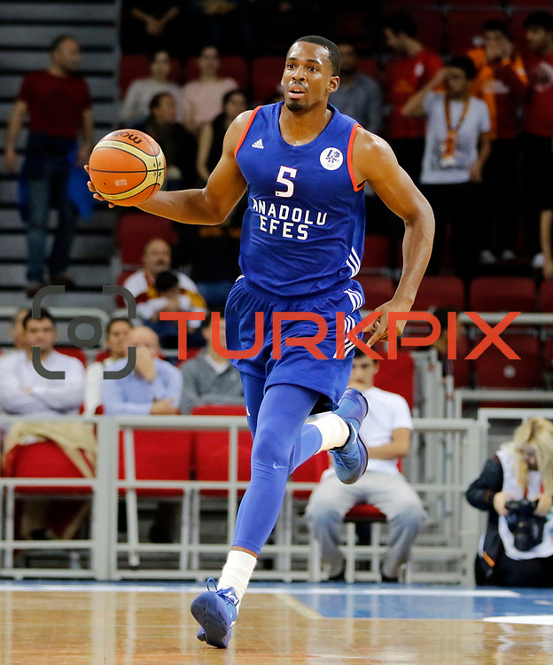 Anadolu Efes's Derrick Brown during their Turkish Basketball Spor Toto Super League match Galatasaray between Anadolu Efes at the Abdi ipekci arena in Istanbul, Turkey, Monday 19, October 2015. Photo by Aykut AKICI/TURKPIX