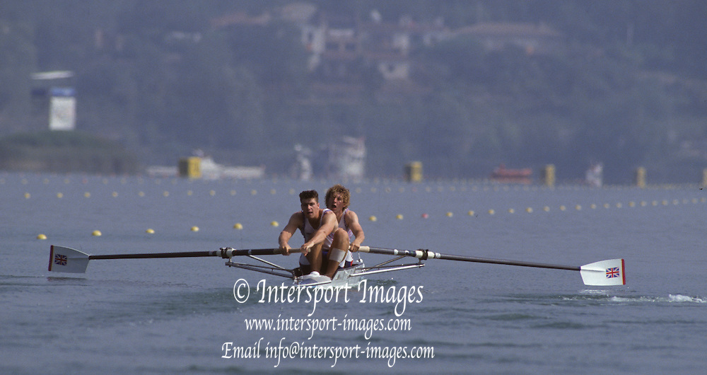 Barcelona, SPAIN. Gold Medalist, GBR M2+, Bow Jonny SEARLE and Greg SEARLE with cox, Gary HERBERT. i moving away from the start area.  1992 Olympic Rowing Regatta Lake Banyoles, Catalonia [Mandatory Credit Peter Spurrier/ Intersport Images] Last time Men's coxed pair raced at the Olympics