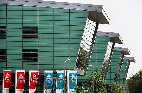 Nederland, Nijmegen, 3-5-2007..Het nieuwe huygensgebouw van de radboud universiteit,ru, waar de beta studies gehuisvest zijn. Op 8 mei zal het door de koningin geopend worden...Foto Flip Franssen