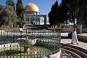 Israel, Jerusalem, Old City, Dome of the Rock El Kas fountain dated 1320 in the foreground
