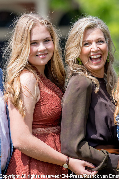 Zomerfotosessie 2019 bij Paleis Huis ten Bosch in Den Haag<br /> <br /> Summer photo session 2019 at Palace Huis ten Bosch in The Hague<br /> <br /> Op de foto / On the photo: koningin Maxima met prinses Amalia<br /> <br /> Queen Maxima with Princess Amalia